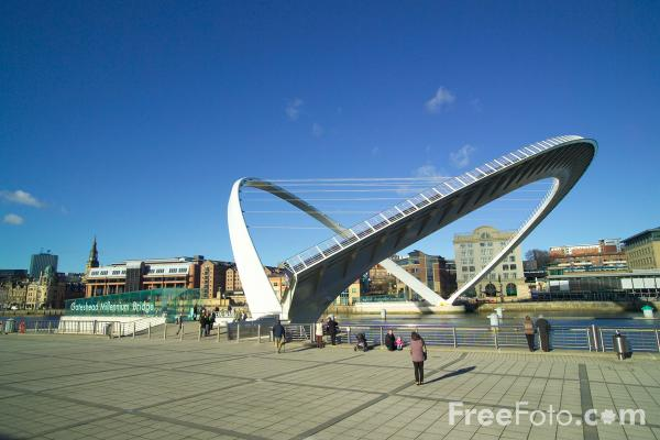 Picture of Gateshead Millennium Bridge - Free Pictures - FreeFoto.com