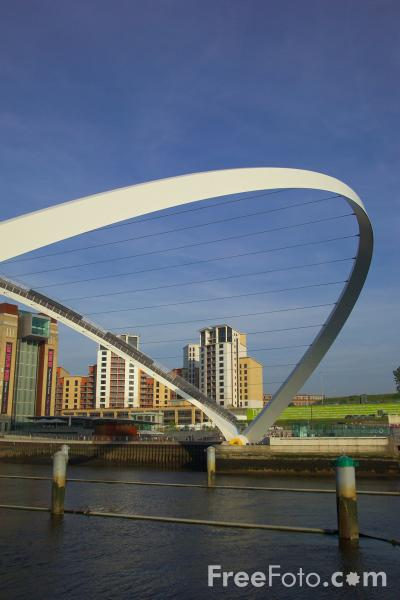 Picture of Gateshead Millennium Bridge Open - Free Pictures - FreeFoto.com