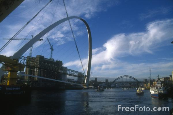 Picture of Gateshead Millennium Bridge Movement - Free Pictures - FreeFoto.com