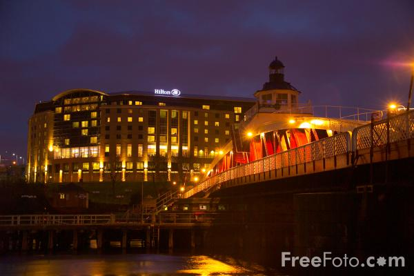 Picture of Hilton Hotel, Gateshead - Free Pictures - FreeFoto.com