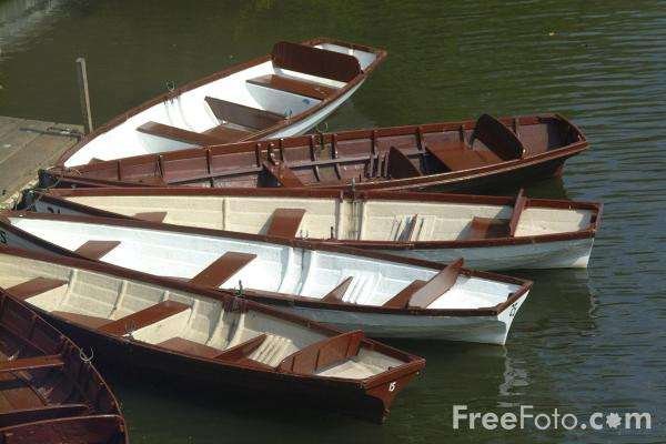 Picture of Rowing Boats, Warwick - Free Pictures - FreeFoto.com