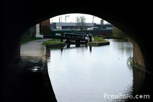 Picture of Ashted Locks, Dibeth Branch, The Birmingham Canal Navigations - Free Pictures - FreeFoto.com