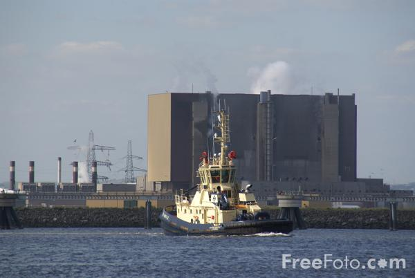 Picture of Hartlepool Nuclear Power Station - Free Pictures - FreeFoto.com