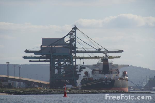 Picture of Redcar Ore Terminal on the River Tees - Free Pictures - FreeFoto.com