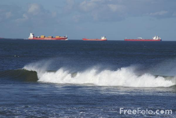Picture of Waves, Sea Front, Redcar - Free Pictures - FreeFoto.com