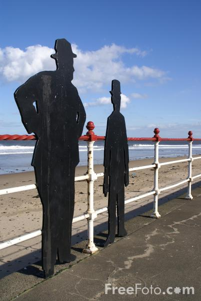 Picture of Laurel & Hardy Silhouette, Redcar - Free Pictures - FreeFoto.com