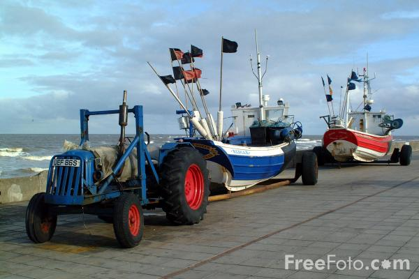 Picture of Fishing Boats, Redcar Sea Front - Free Pictures - FreeFoto.com