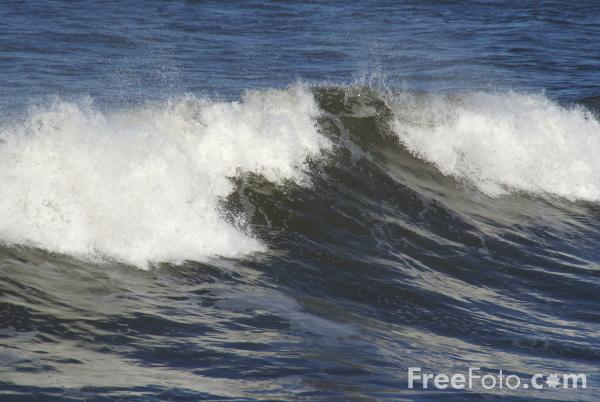 Picture of Waves, Saltburn By The Sea - Free Pictures - FreeFoto.com