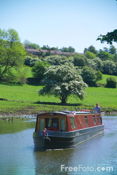 Picture of Leeds Liverpool canal at Bingley, West Yorkshire - Free Pictures - FreeFoto.com