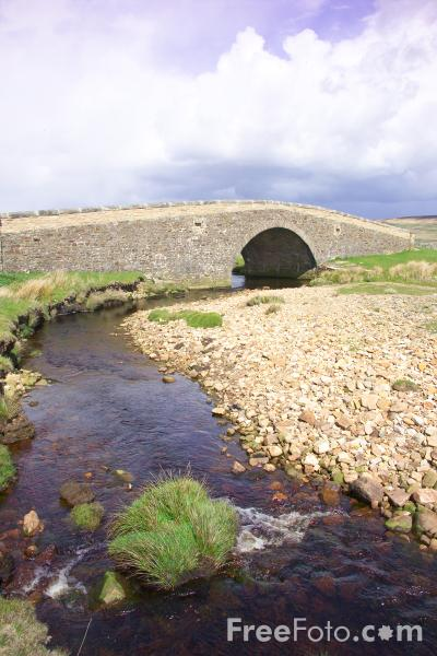 Picture of Sone Bridge, Tan Hill, North Yorkshire - Free Pictures - FreeFoto.com