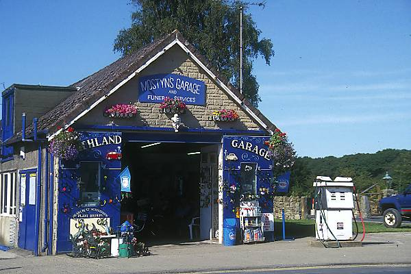 Picture of Mostyns Garage, Goathland - Aidensfield - Heartbeat Country - Free Pictures - FreeFoto.com