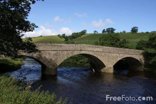Picture of Bridge, River Swale, Swaledale, North Yorkshire - Free Pictures - FreeFoto.com