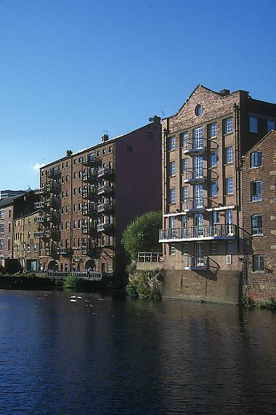Picture of Leeds Waterfront - a stylish district with offices, shops, bars and restaurants. - Free Pictures - FreeFoto.com