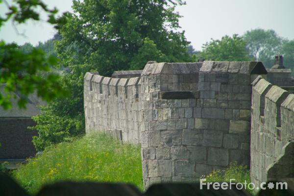 Picture of The City Wall, York - Free Pictures - FreeFoto.com