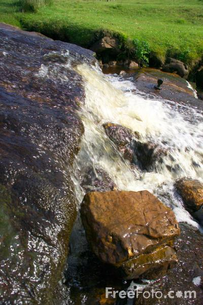 Picture of Water Splash, Swaledale, North Yorkshire - Free Pictures - FreeFoto.com
