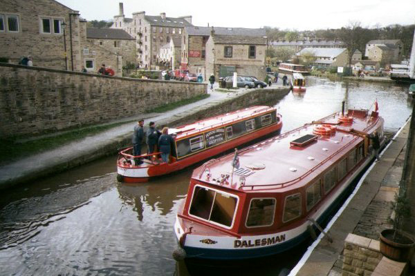 Picture of Leeds - Liverpool Canal, Skipton - Free Pictures - FreeFoto.com