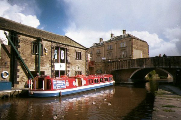 Picture of Canal Boats, Leeds - Liverpool Canal, Skipton - Free Pictures - FreeFoto.com