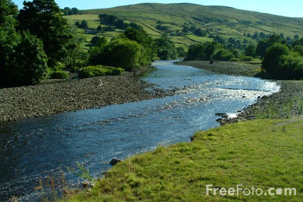 Picture of River Swale near Low Row, Swaledale, North Yorkshire - Free Pictures - FreeFoto.com