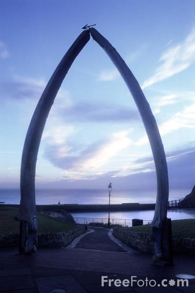 Picture of Whalebone Arch, Whitby - Free Pictures - FreeFoto.com