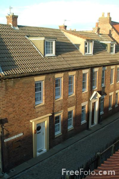 Picture of Terraced Houses, Whitby, North Yorkshire - Free Pictures - FreeFoto.com