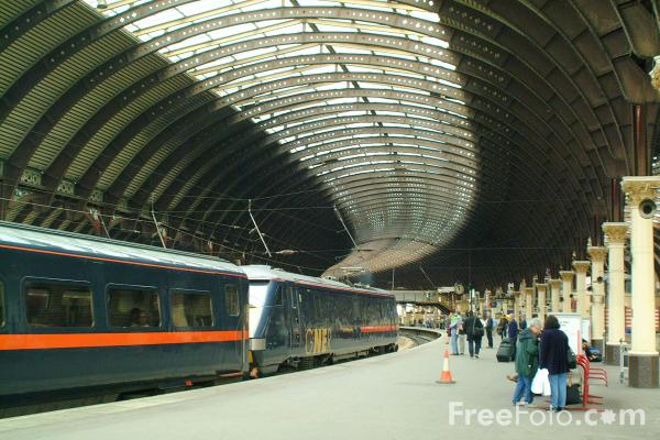 York Railway Station pictures, free use image, 1051-28-14 by FreeFoto.