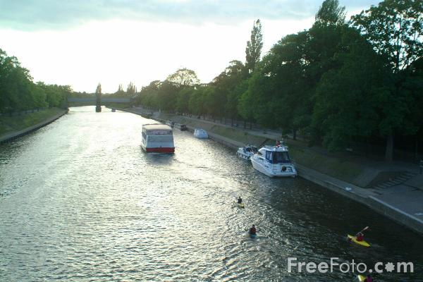 Picture of The River Ouse at York - Free Pictures - FreeFoto.com
