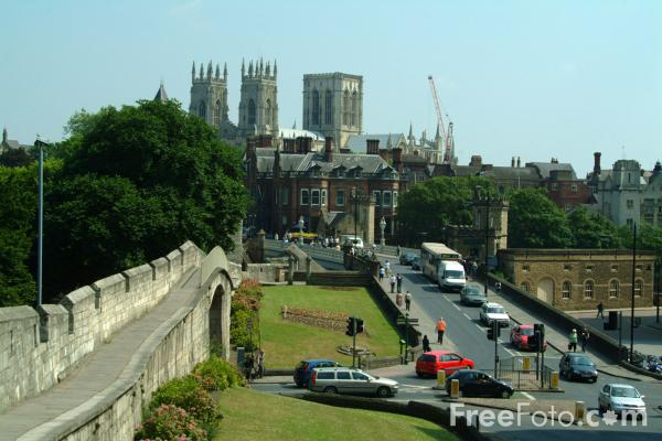 Picture of City Wall, York - Free Pictures - FreeFoto.com