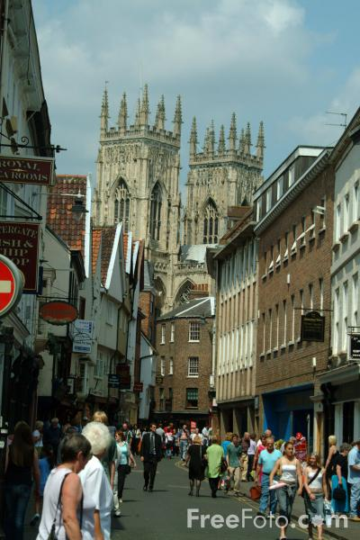 Picture of Low Petergate, The City of York - Free Pictures - FreeFoto.com