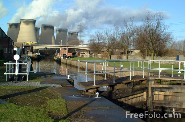 Picture of Aire and Calder Navigation, Ferrybridge - Free Pictures - FreeFoto.com