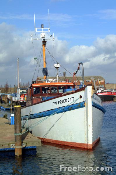 Picture of Fishing Boat, Goole - Free Pictures - FreeFoto.com