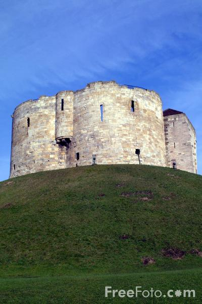Picture of Clifford's Tower - Free Pictures - FreeFoto.com