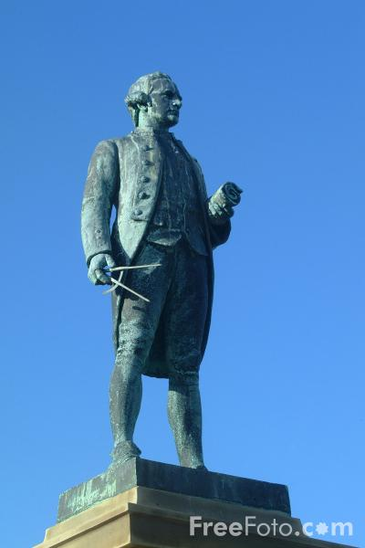 Picture of Cook Statue, Whitby - Free Pictures - FreeFoto.com