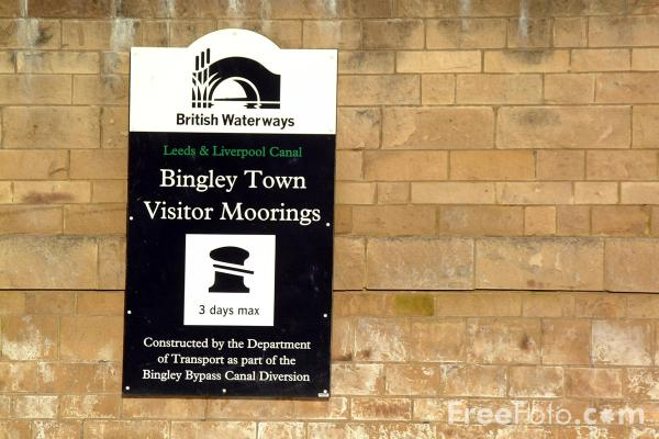 Picture of Bingley Town Visitor Moorings - Free Pictures - FreeFoto.com
