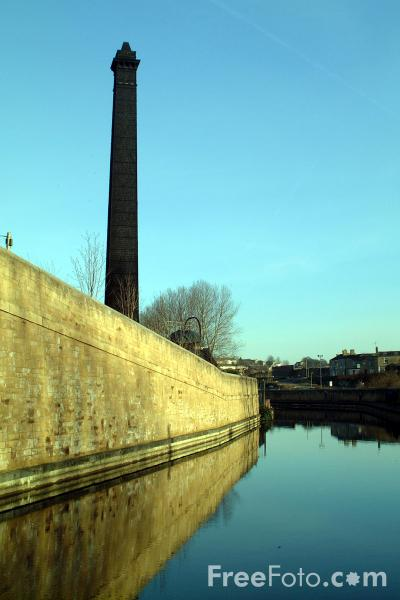 Picture of Leeds - Liverpool Canal, Bingley - Free Pictures - FreeFoto.com