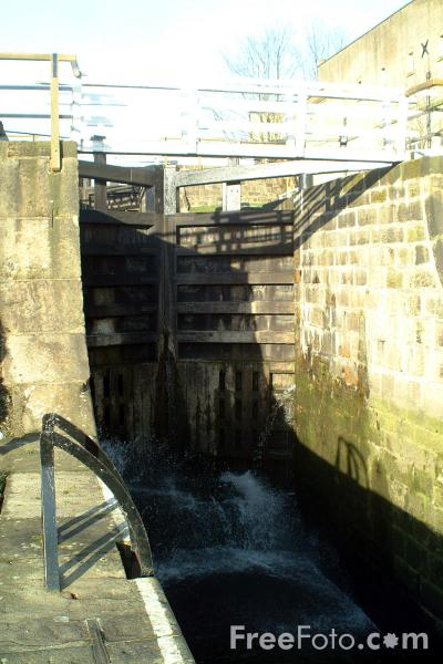 Picture of Bingley Three Rise Locks - Free Pictures - FreeFoto.com