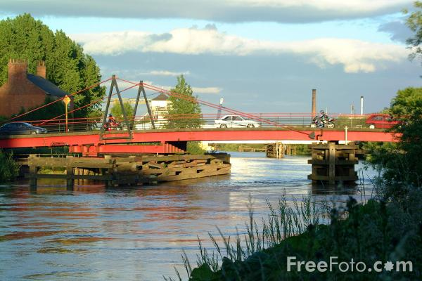 Picture of Selby Swing bridge - Free Pictures - FreeFoto.com