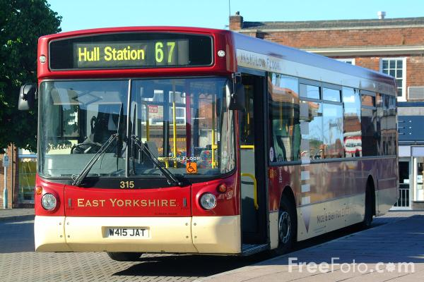 Picture of Bus No 67 to Hull Station in Hessle Square - Free Pictures - FreeFoto.com