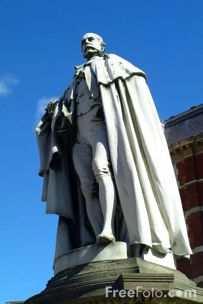 Picture of Statue, Kingston upon Hull - Free Pictures - FreeFoto.com