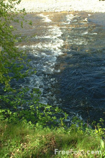 Picture of River Swale near Easby Abbey, Richmond, North Yorkshire - Free Pictures - FreeFoto.com