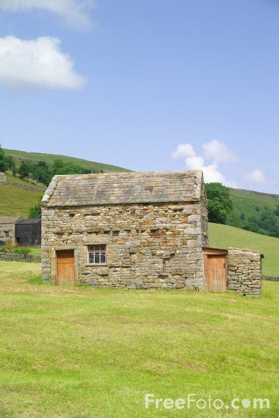 Picture of Field barn near Muker, Swaledale - Free Pictures - FreeFoto.com
