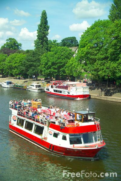 Picture of Boat trip on the River Ouse, City of York - Free Pictures - FreeFoto.com