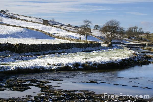 Picture of Langstrothdale - Free Pictures - FreeFoto.com