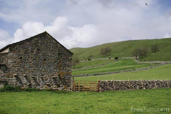 Picture of Field Barn, Wharfedale - Free Pictures - FreeFoto.com