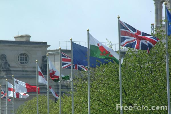 Picture of Flags, Cardiff Civic Centre - Free Pictures - FreeFoto.com