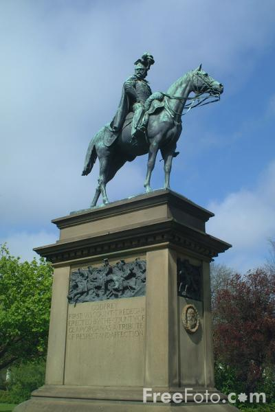 Picture of Statue of Godfrey, first Viscount Tredegar - Free Pictures - FreeFoto.com