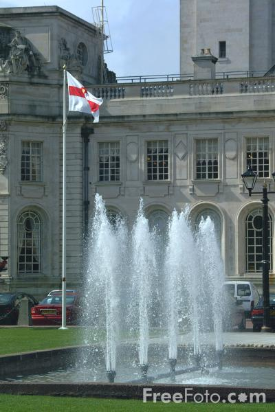 Picture of The elegant neo-classical edifices of Cardiff Civic Centre - Free Pictures - FreeFoto.com