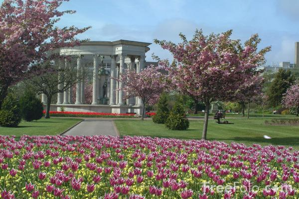 Picture of Welsh National War Memorial, Alexandra Gardens, Cardiff, unveiled in 1928 - Free Pictures - FreeFoto.com