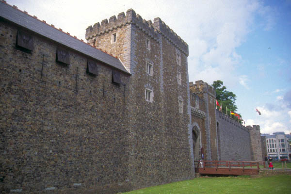 Picture of Cardiff Castle - Free Pictures - FreeFoto.com