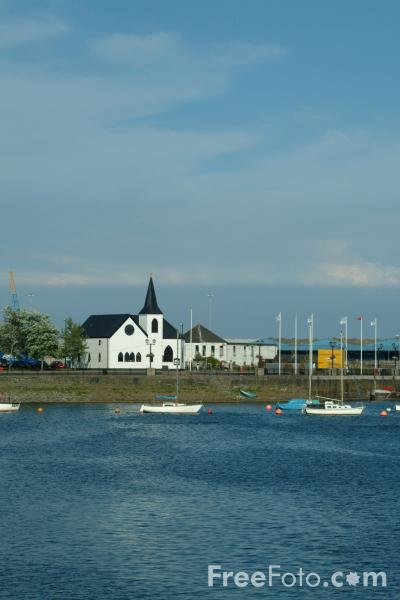 Picture of Norwegian Church, Cardiff Bay - Free Pictures - FreeFoto.com