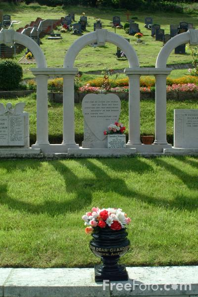 Picture of Aberfan Cemetery - Free Pictures - FreeFoto.com